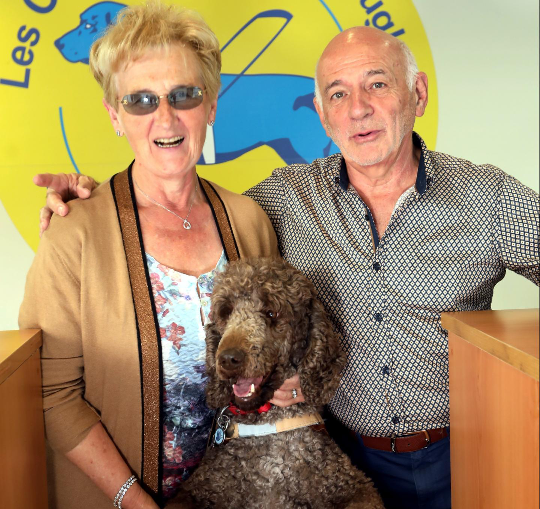 Suzanne Castillo, alias Nanou, vice-présidente et référentemaître chien guide non-voyanteet Philippe Duval, présidentde l'association depuis 2017.