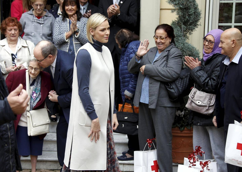 Remise des colis de la Croix Rouge par le prince Albert II et la princesse Charlène à la Croix Rouge Monégasque - vendredi 15 novembre 2019