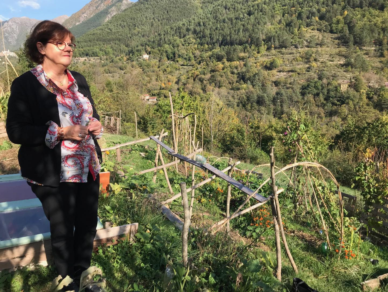 Hélène Martin sillonne la vallée en quête de terres à remettre en culture.