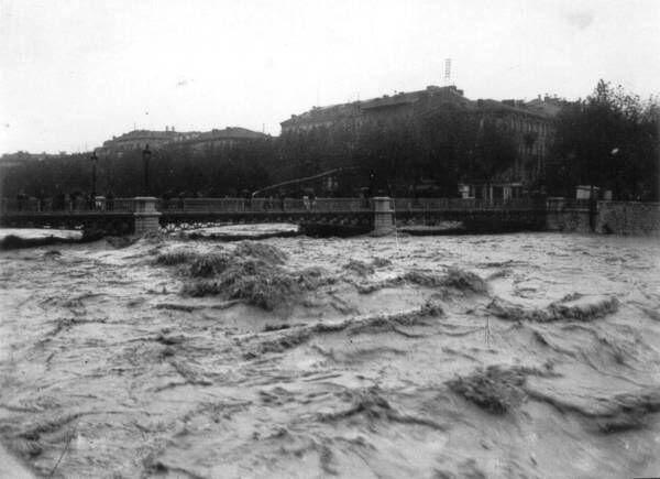 Le Paillon en crue dans les années 1920.