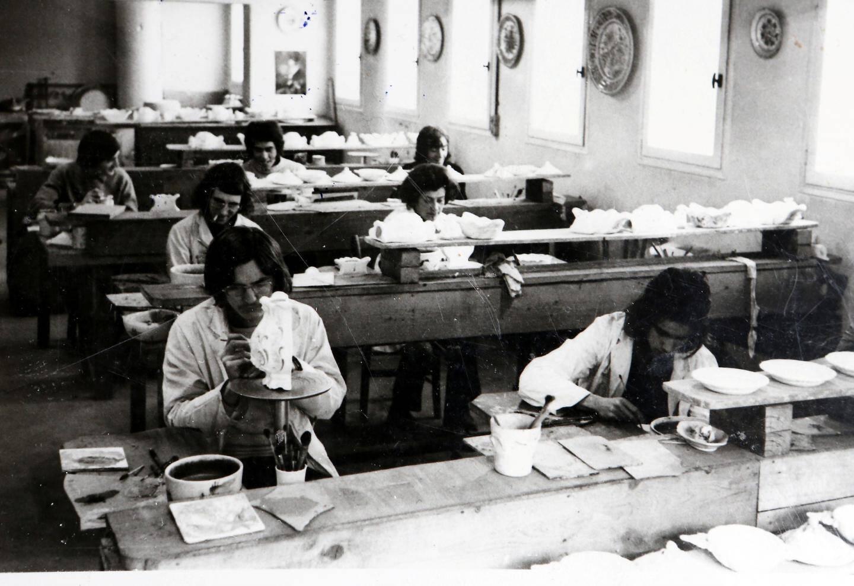 Le premier atelier de décor dans la fabrique de  Moustiers.