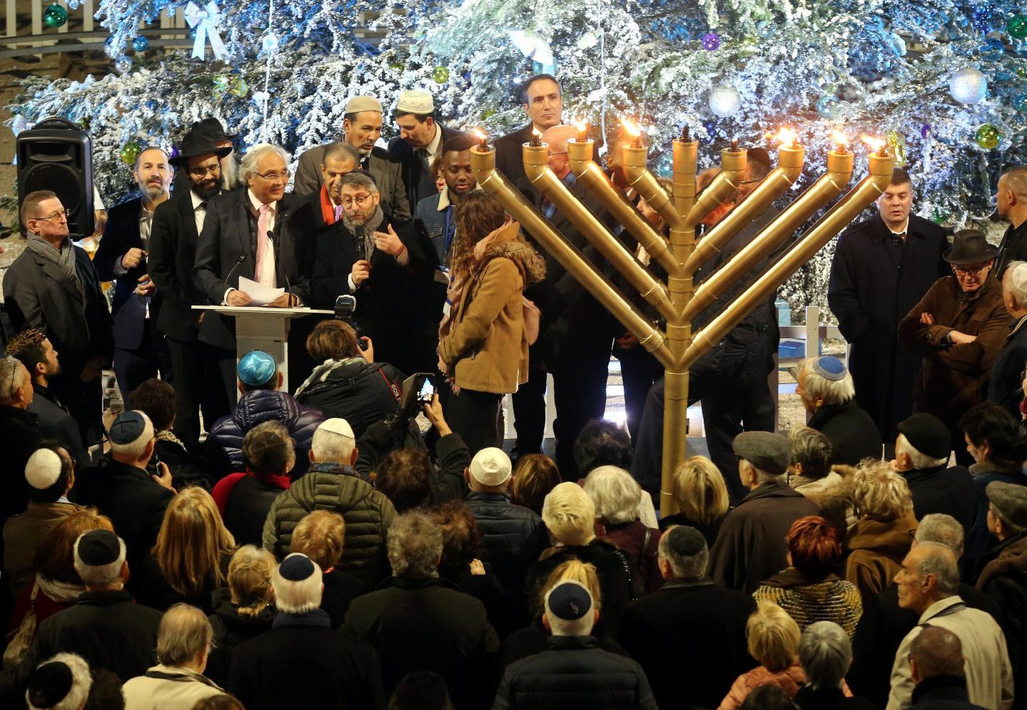 L'an dernier, l'allumage de la Hanoukia devant le palais de l'Europe. (Archive N.-M.)