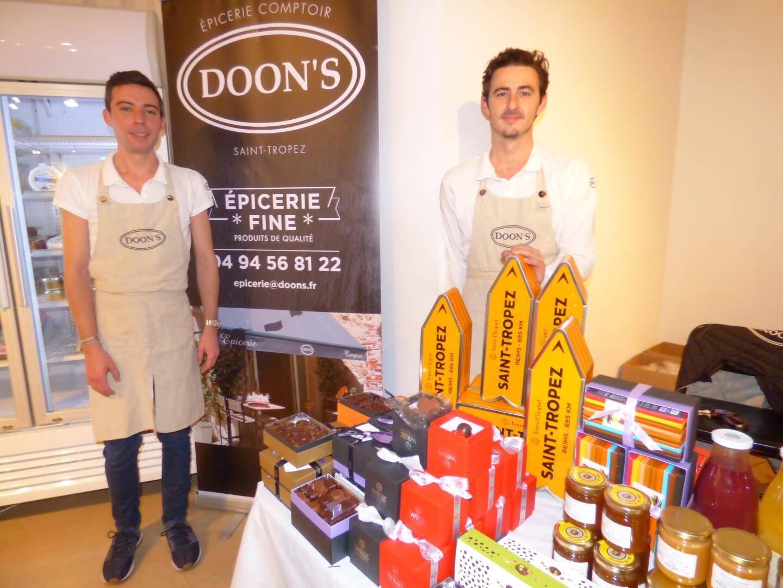 Les Tropéziens de Doon's proposent une gamme étendue de produits locaux.