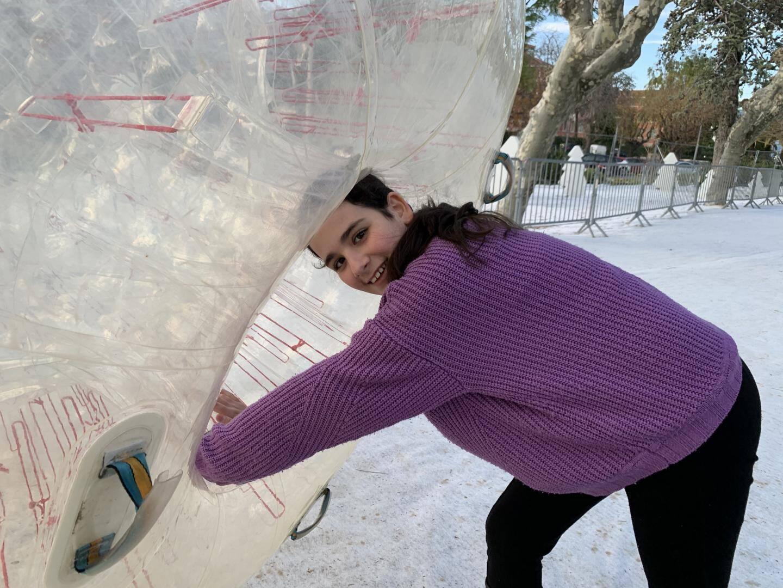 Les bulles permettent de glisser sur la neige. 3 ou 5 euros, pour cinq ou dix minutes.