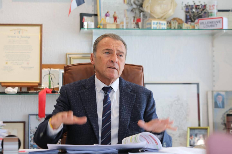 Lionnel Luca, maire de Villeneuve-Loubet, a été accusé de payer des heures supplémentaires inexistantes à des chefs policiers.