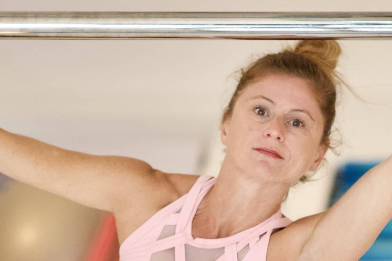 À 43 ans, Annabelle Martin vient de décrocher le titre de championne de France de pole dance dans sa catégorie.