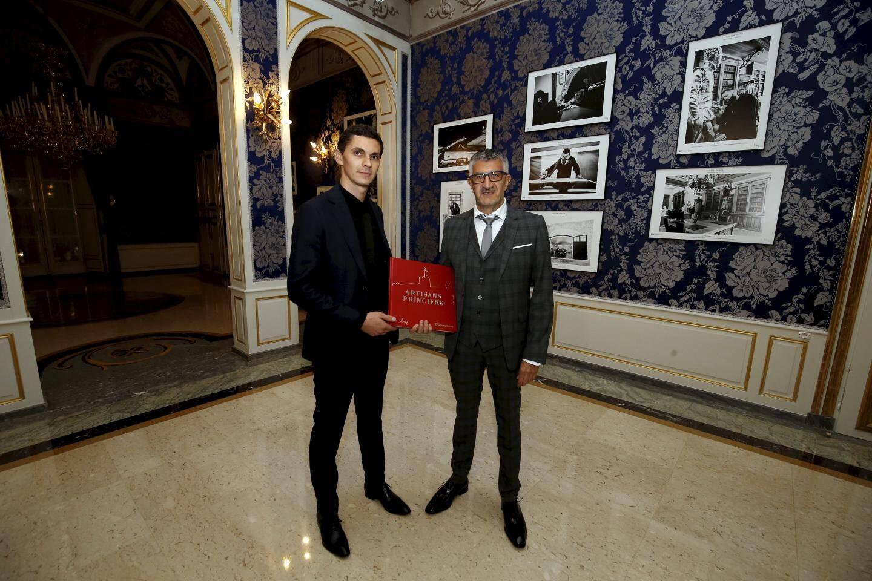 Olivier Huitel et Jean-Charles Vinaj présentent leur livre dans le Salon bleu du Palais princier.