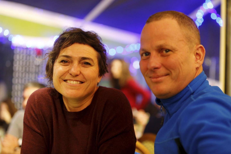 Martine et Cédric, deux vacanciers.