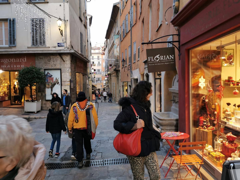 La fréquentation touristique à Grasse, c'est un peu comme les températures. Il y a ce que dit le thermomètre… Et puis il y a ce que ressent chacun.