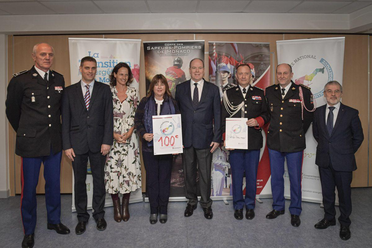 Les signataires du Pacte national pour la Transition énergétique et le prince Albert II.