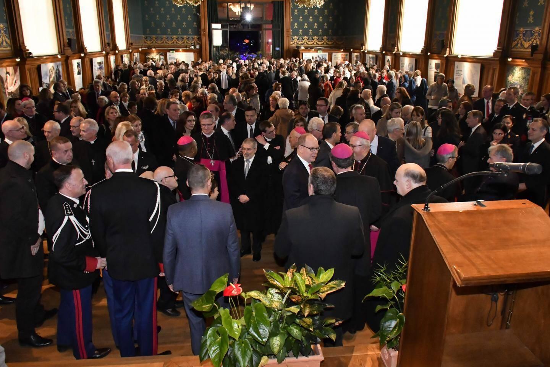 Les personnalités de Monaco et amis de Mgr Barsi se sont retrouvés au Musée océanographique pour fêter le départ de l'archevêque. Un moment  d'émotion et d'affection.