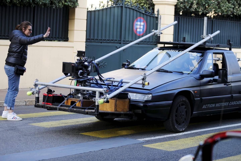 Des scènes de passage de voitures d'époque devant l'établissement hôtelier ont été filmées sur le boulevard Baudoin.
