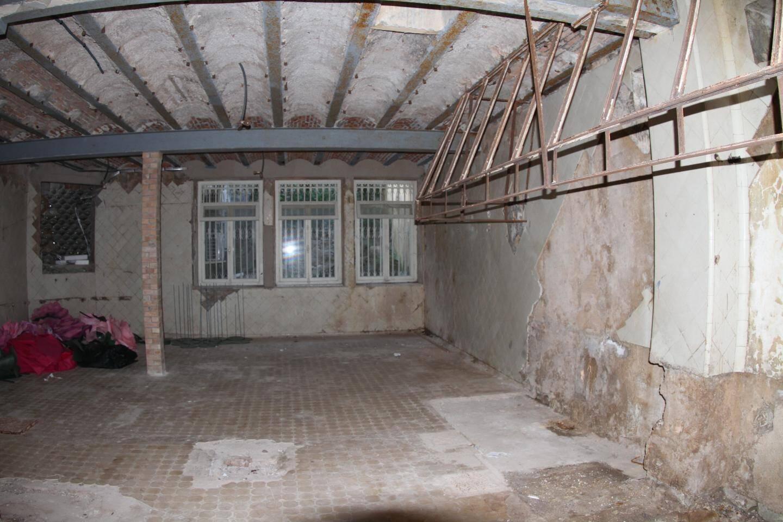 L'emplacement de l'ancienne cuisine de la baronne, au sous-sol, avec sa hotte en fer.