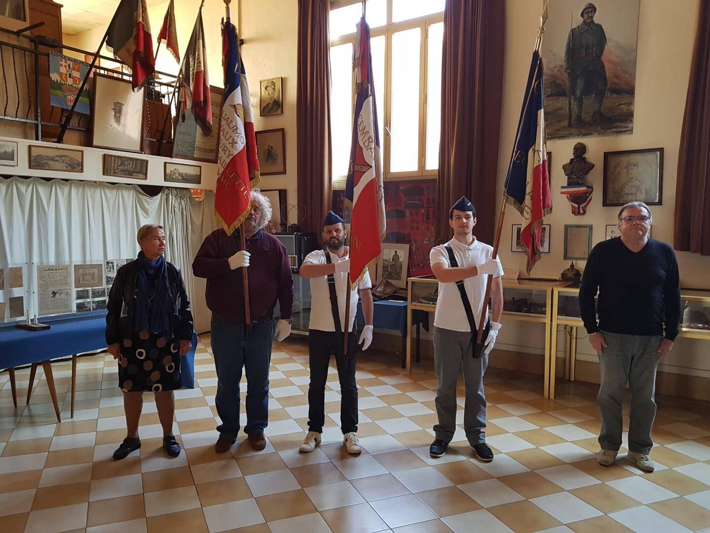 Les porte-drapeaux de l'UNC Philippe Denis, Louis Blanc, Jean-François Lesage, et le président Marc Terrosi, Mr Franck Blanc et Mme Gabrielle Sinapi, représentant la mairie.