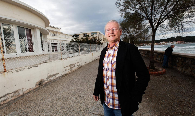 Pour compenser les mesures de distanciation, Bernard Bénet espère que les restaurateurs seront autorisés à étendre leurs terrasses sur le domaine public    (Photo doc D. L.)    Les commervßants des Sablettes, ici Bernard Benet rv©agissent au retour du Casino.