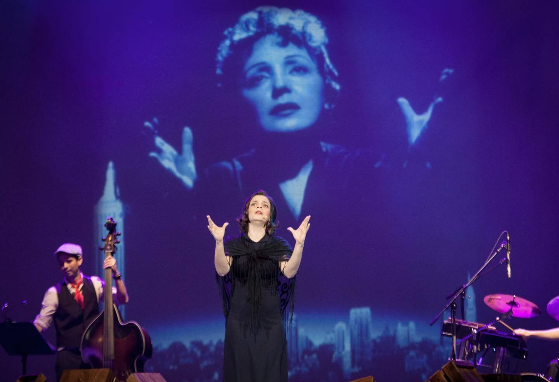 """""""Piaf"""", l'un des succès de Gil Marsalla, durant de longs mois en tournée."""