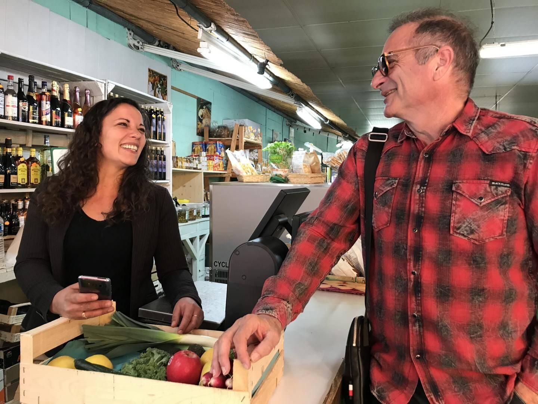 Régis utilise ses points bonus chez ce marchand de fruits et légumes.
