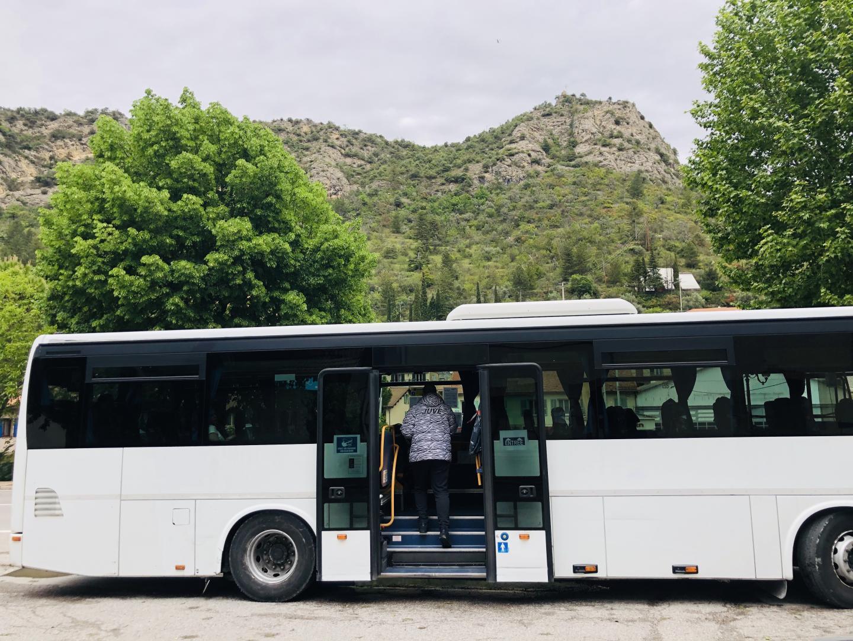 Le bus de 12h46 pour Nice - s'arrête à Plan du Var où le train reprend la liaison