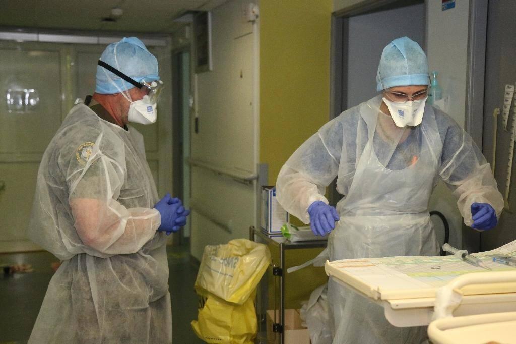 Dans le service de réanimaton de l'hôpital militaire installé à Mamoudzou, à Mayotte, le 11 juin 2020