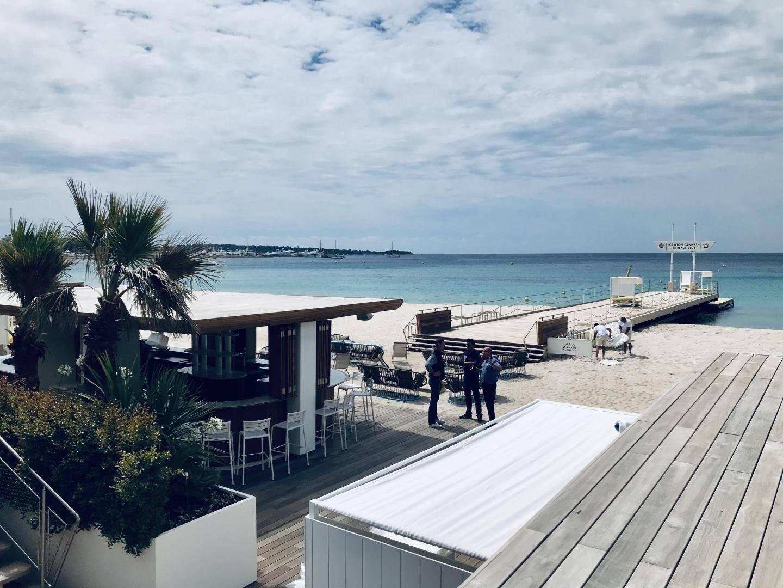Le ponton de la plage du Carlton