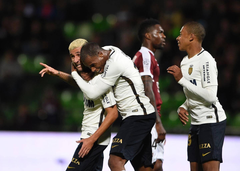 Boschilia et Sidibé lors du 7-0 à Metz le 1er octobre 2016.