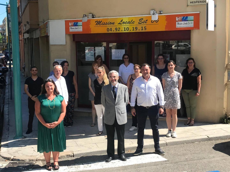L'équipe de la Mission locale Est-06 lors d'une réunion organisée en présence, notamment, de la députée Alexandra Valetta-Ardisson (à gauche).