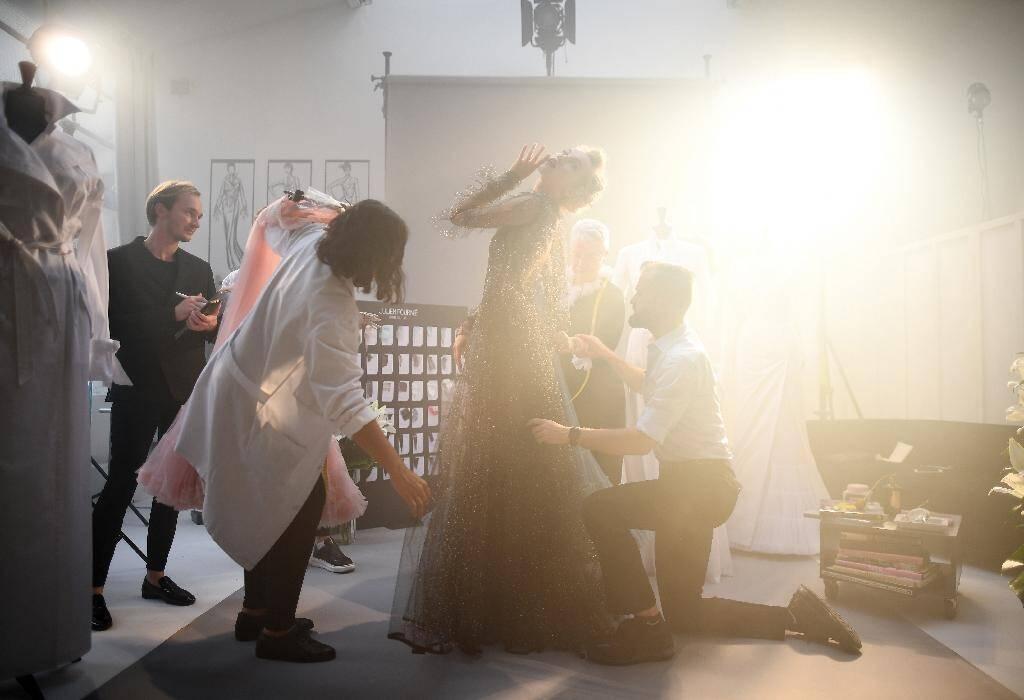 Le créateur de mode français Julien Fournié le 30 juin 2020, pendant le tournage d'un film qui remplacera son défilé