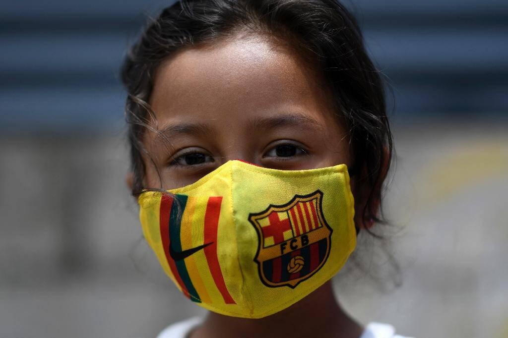 Un enfant dont la famille a été affectée par la crise économique provoquée par le Covid-19 à Villa Nueva, à 20 km a sud de Guatemala City, le 24 juillet 2020