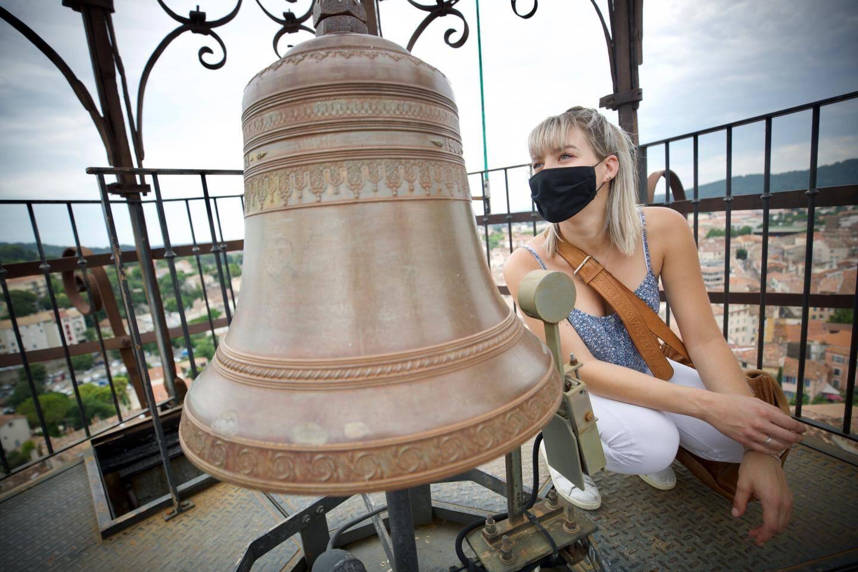 """""""La plus grosse cloche date de 1569. La plus petite, de 1900. On peut les entendre au-delà des remparts de la ville""""."""