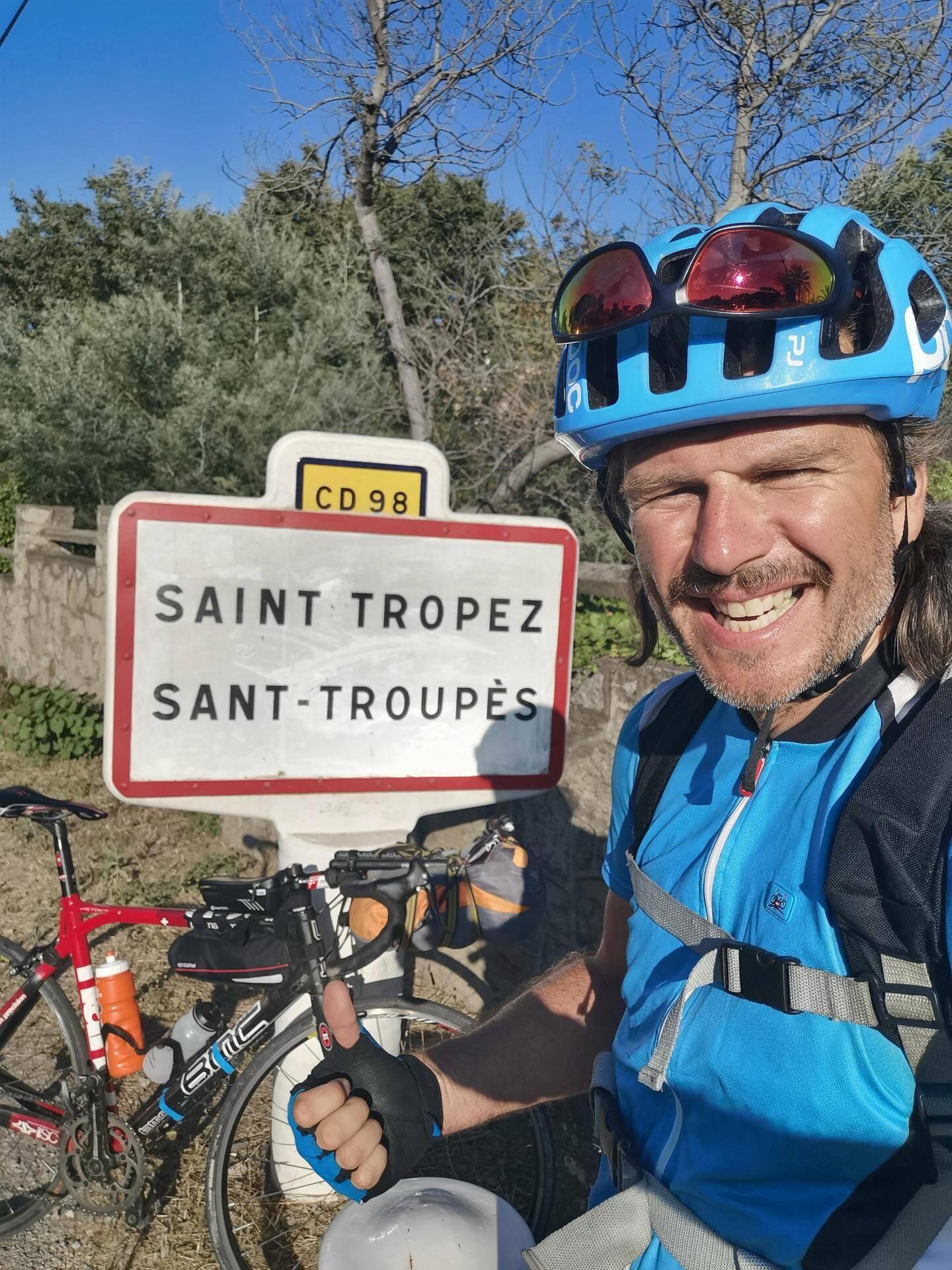 Il est parti de Saint-Tropez en fin de matinée, hier, et est arrivé, vers 15 h, dans la cité des festivals.