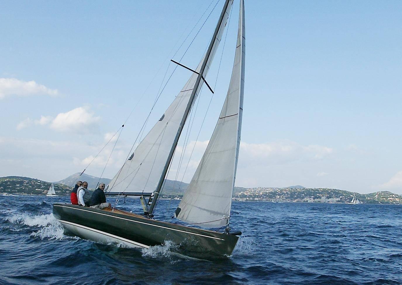 Le Tofinou, un classique que l'on voit souvent naviguer à Cannes.