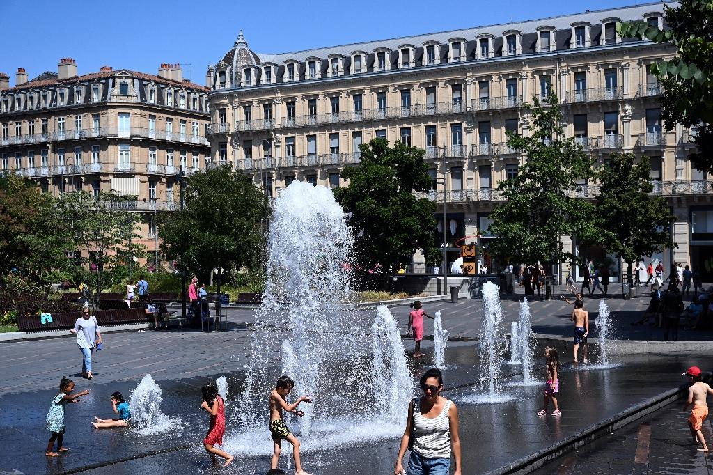 A Toulouse le 7 août 2020 les fontaines rafraichissent les habitants