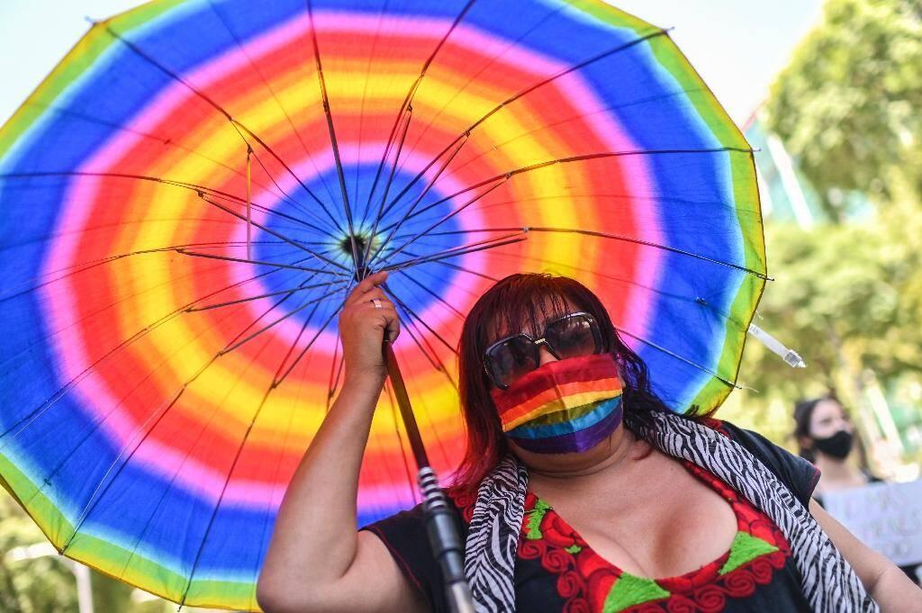 Une manifestante, suite au meurtre d'un membre de la communauté LGBT, dans les rues de Mexico le 31 août 2020
