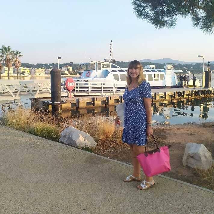 Magali vient tous les jours travailler à Toulon, depuis la Seyne, en bateau bus.