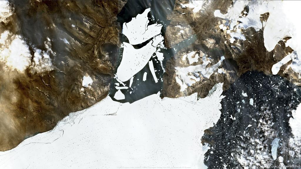 Image satellite prise par la mission Copernicus Sentinel-2 de la fonte des glaces au Groenland, dans l'Arctique, le 27 août 2020