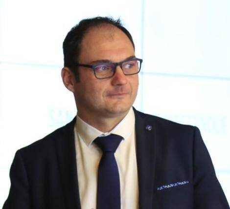 Gérald Russo, directeur du Casino de Sanary-sur-mer, explique combien le lien social et le divertissement sont nécessaires à l'épanouissement de chacun.