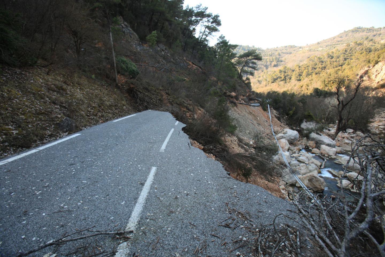 Le coût de la réfection de la route de Châteaudouble serait trop élevé. La RD955 reste donc fermée.
