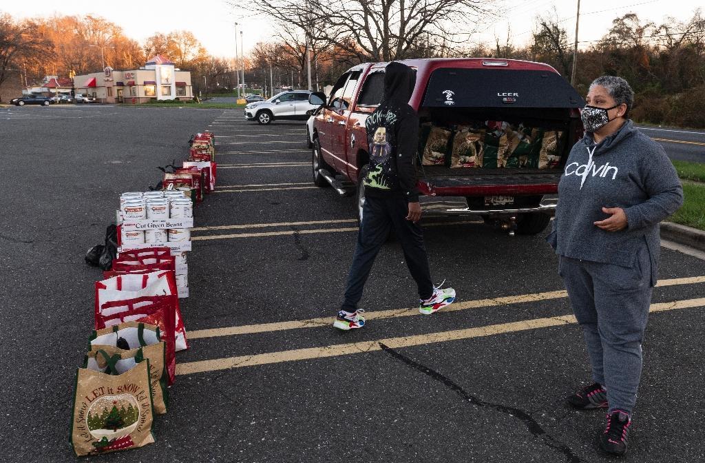 Distribution de nourriture avant Thanksgiving à Fort Washington (Maryland), le 20 novembre 2020