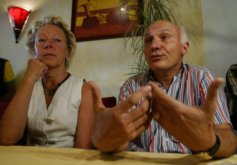 Le docteur Jean-Louis Turquin lors de sa libération conditionnelle en 2006. à ses côtés, Nadine qui est devenue son épouse pendant sa détention.