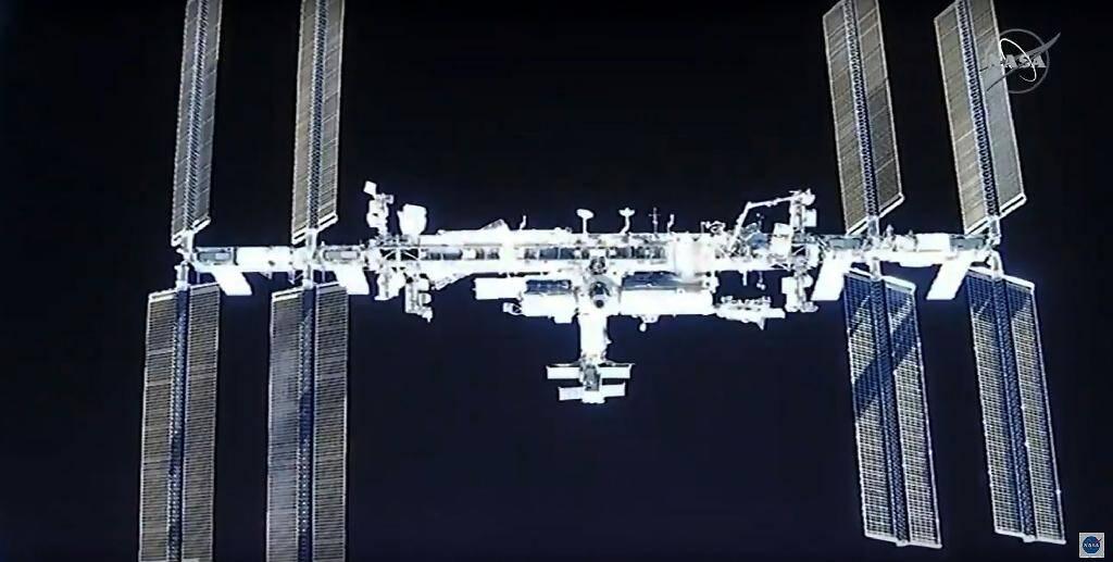 Une image de la NASA montre la Station spatiale internationale, à laquelle la capsule Dragon de SpaceX avec quatre astronautes à bord s'est arrimée le 17 novembre 2020