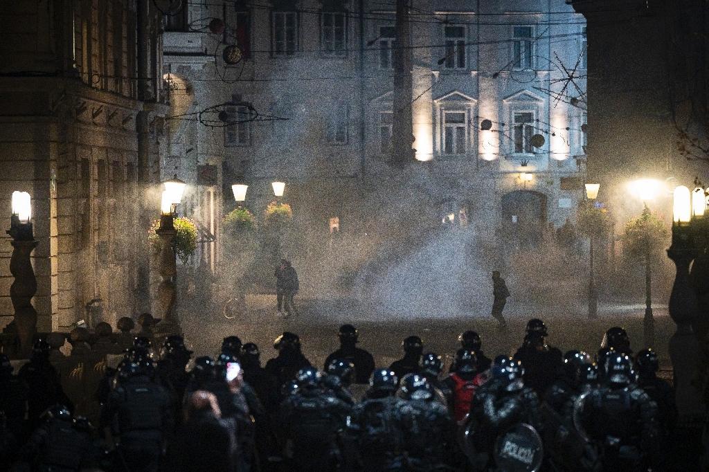 Des manifestations anti-confinement à Ljubljana dégénèrent en heurts avec la police le 5 novembre 2020.