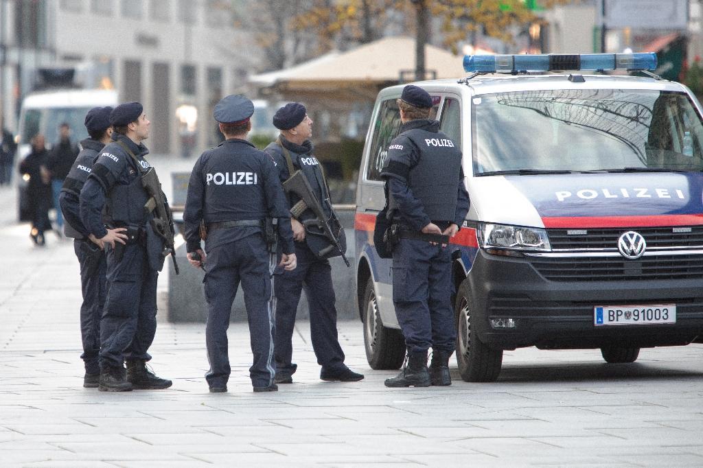Des policiers en patrouille à Vienne, le 3 novembre 2020, au lendemain de l'attentat