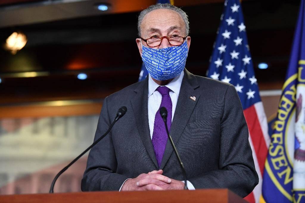 Le chef de la minorité démocrate au Sénat Chuck Schumer, tient une conférence de presse à Washington, le 6 novembre 2020