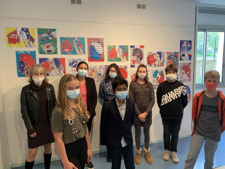 Aux côtés de Sandrine Daugeron, la principale (à gauche), les élèves du Moulin blanc reviennent sur leur travail autour de la laïcité.