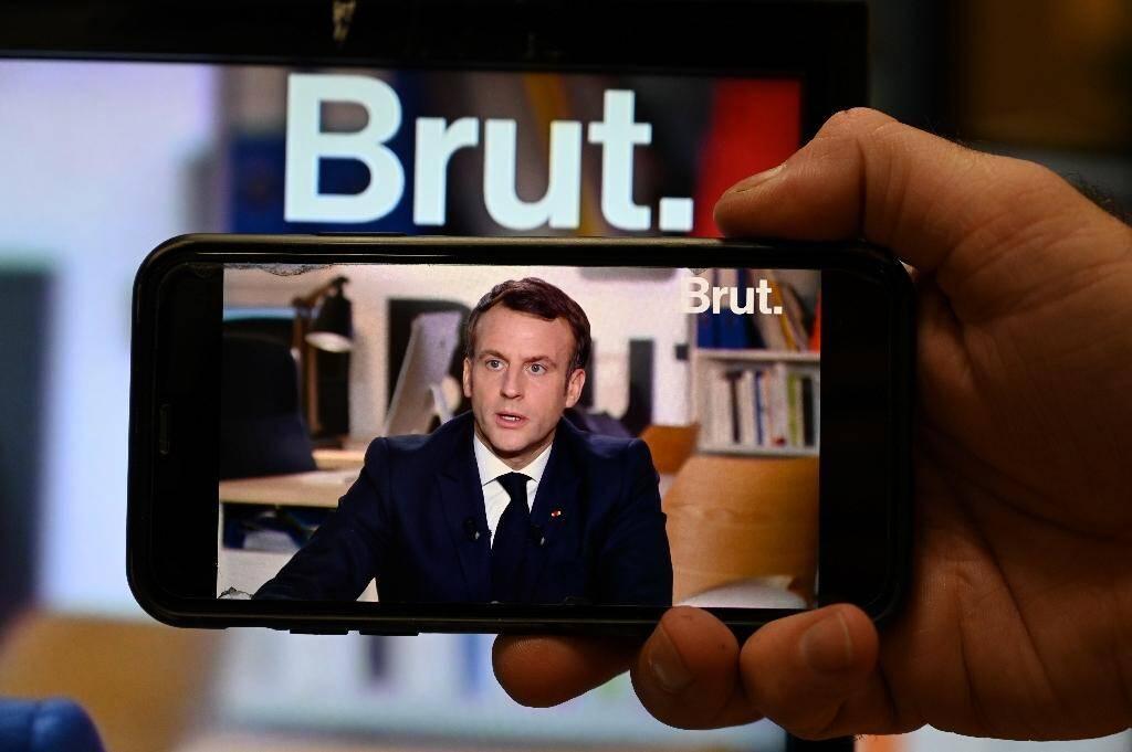 Emmanuel Macron répond aux questions des journalistes du média en ligne Brut, à Paris le 4 décembre 2020