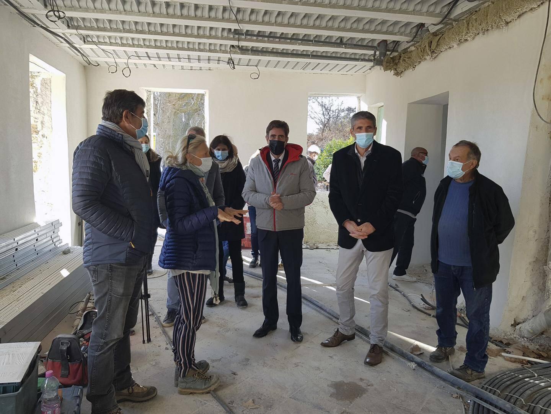 A l'occasion d'une visite, entouré des élus de La Penne et du maire de Puget-Théniers, le président du conseil départemental des Alpes-Maritimes, Charles-Ange Ginésy, a réitéré son soutien à ce projet autour de l'écologie durable.