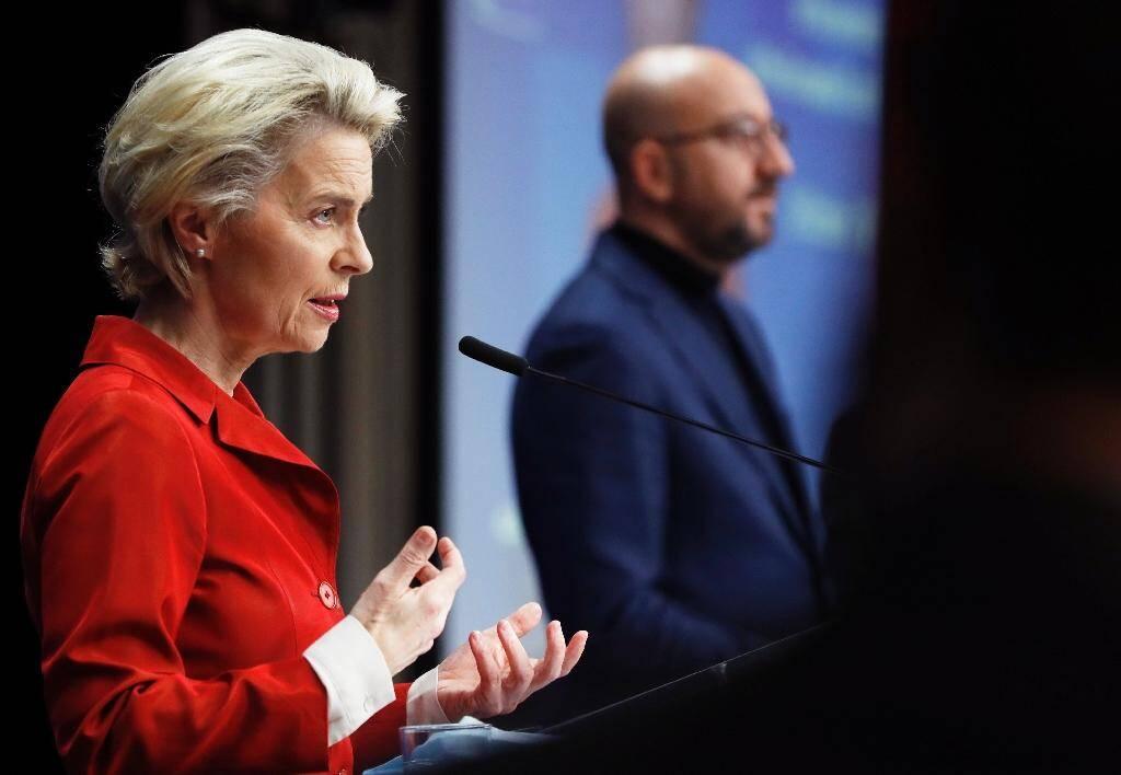 La présidente de la Commission européenne Ursula von der Leyen (g) et le président du Conseil européen Charles Michel (d) le 29 octobre 2020 à Bruxelles