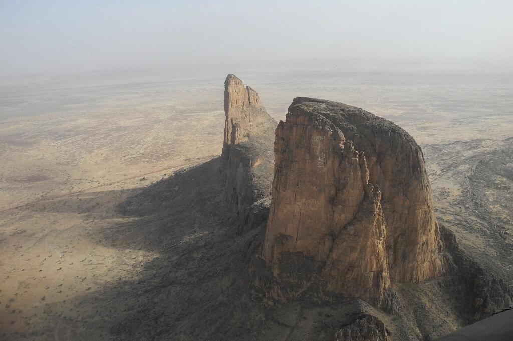 Vue aérienne du mont Hombori au Mali prise le 28 mars 2019 dans une région où intervient la force militaire française Barkhane
