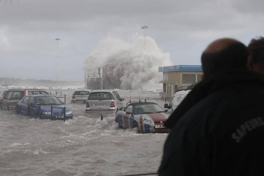 Triste anniversaire que celui du 4 mai 2010 : un formidable coup de mer avait dévasté le quai Laubeuf, mais aussi les plages de La Croisette à quelques jours seulement du lancement du Festival de Cannes