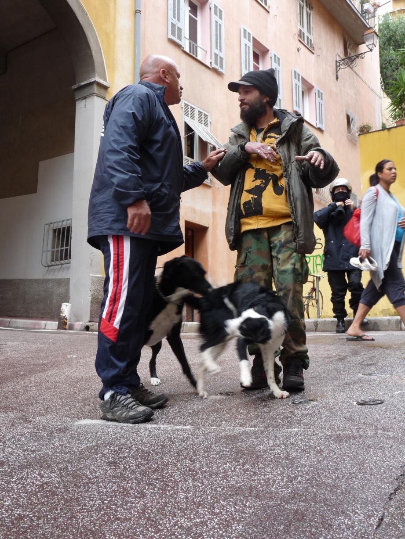 Patrick Villardry - à gauche avec Paolo - a restitué hier matin l'animal à son maître. Pour Catherine Bisoli, « on voit que [Paolo] aime sa chienne. Il la traite bien. » Patrick Villardry : « On agit pour le bien de l'animal, pas pour nuire ! »